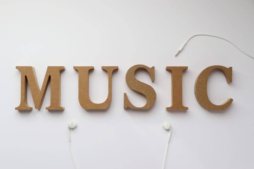 音楽業界の仕組みとそのビジネスモデル!アーティストとして戦い抜く知識。
