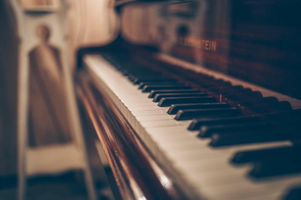 【音楽講師の教科書】ピアノ講師やピアノ教室の年収の実態とは?先生の収入や給料を上げる具体的な方法も教えます。